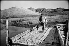 Ernest Hemingway with dog, by Robert Capa.