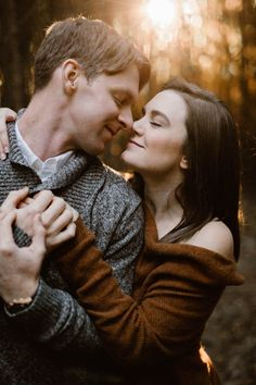 Cozy Fall Engagement Photos in Tennessee | Knoxville Engagement Photographer Erin Morrison Photography www.erinmorrisonphotography.com #knoxvillephotographer #knoxvilleweddingphotographer #knoxvilleengagemenphotographer #engagementphotos #engagementphotography #whattowearforengagementphotos #fallengagement #fallengagementphotos Love Photography, Engagement Photography, Wedding Photography, Fall Engagement, Engagement Photos, Engagement Session, Photo Look, Aesthetic Photo, Photo Sessions
