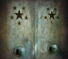 twinkle twinkle little star! Knobs And Knockers, Door Knobs, Door Handles, Love Stars, Stars And Moon, Night Stars, Gates, Twinkle Twinkle Little Star, Doorway