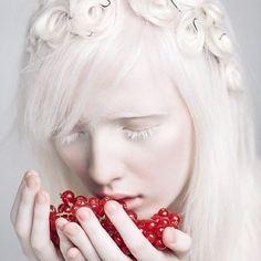 Perspectiva Feminina: Conheça a modelo albina Nastya Zhidkova!
