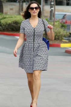 Style Tips For Big Busted Women : There is a special set of style rules that all busty girls should know. Read here the Styling tips for women with big busts. Curvy Fashion, Plus Size Fashion, Women's Fashion, Fashion Styles, Dresses For Big Bust, Mode Outfits, Fashion Outfits, Curvy Outfits, Winter Outfits