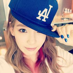 Group Girls' Generation member Taeyeon showed off her LA Dodgers pride with a picture. Group Girls' Generation member Taeyeon showed off her LA Dodgers pride with a picture. Sooyoung, Yoona, Snsd, Girls' Generation Taeyeon, Girls Generation, Pink Hair Streaks, Dodgers Girl, Kim Tae Yeon, Latest Instagram