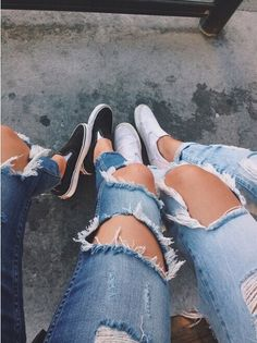 Ripped jeans with black and white slip ons Casual Outfits, Summer Outfits, Cute Outfits, Jean Destroy, Look Formal, Diy Jeans, Looks Style, Mode Style, Fashion Killa