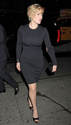 Kate Winslet rocking a little black dress and classic black pumps Kate Winslet, Actress Aishwarya Rai, Beautiful People, Beautiful Women, Libra, Actrices Hollywood, Celebs, Celebrities, Famous Women