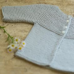 Diy Crafts - Ravelry: Little Willet pattern by Dawn Catanzaro Baby Sweater Patterns, Baby Knitting Patterns, Baby Patterns, Knitting For Kids, Free Knitting, Knitting Projects, Knitted Baby Cardigan, Hand Knitted Sweaters, Knit Crochet