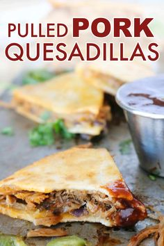 Low Unwanted Fat Cooking For Weightloss Pulled Pork Quesadillas Are Quick And Easy Dinnertime Option The Entire Family Will Love, And The Perfect Way To Use Up That Leftover Pulled Pork # Quesadillas, Healthy Cooking, Cooking Recipes, Skillet Recipes, Cooking Tools, Cooking Gadgets, Easy Cooking, Meat Recipes, Healthy Meals