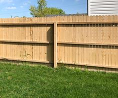 If you have ever tried staining a fence with a brush, you know it takes forever and is such a mess. I'm sharing the fastest way to stain a fence! Diy Father's Day Gifts, Father's Day Diy, Cedar Fence Stain, Diy Backyard Fence, Wood Privacy Fence, Wallpaper Ceiling, Outdoor Chairs, Outdoor Decor, Outdoor Furniture