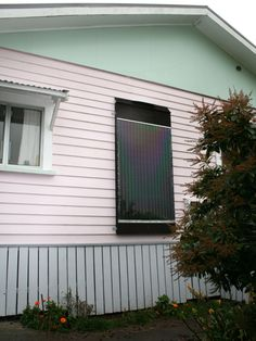 DIY Coke Can Solar Heating Panel - this looks great and only costs $1.50 per year to run. Full instructions on how is is made using 300 coke/beer cans