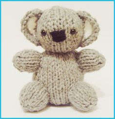 Free knitting pattern for Koala Baby Bear Designed by knitted toy box, this koala baby is 4 inches tall. Baby Knitting Patterns, Teddy Bear Knitting Pattern, Knitted Teddy Bear, Loom Knitting, Free Knitting, Knitting Toys, Bear Patterns, Koala Baby, Baby Teddy Bear