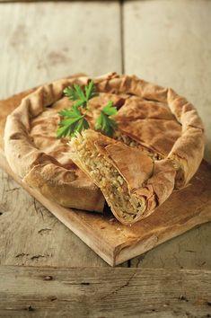 Πρόκειται για μια κλασική ηπειρώτικη πίτα που τρώγεται κυρίως στις μέρες της νηστείας. Βέβαια, με την προσθήκη τυριού και αβγών όμως γίνεται πιάτο παντός καιρού και είναι μάλιστα ιδιαίτερα νόστιμo!
