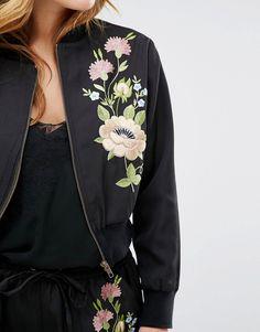 Imagen 3 de Cazadora bomber con bordado floral de Glamorous Petite