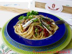 Il Pomodoro Rosso di MAntGra: Chitarrone con uvetta, mandorle, alici e pomodori…