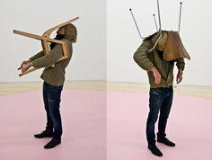 erwin-wurm-one-minute-sculptures-4(http://publicdelivery.org/erwin-wurm-one-minute-sculptures/)
