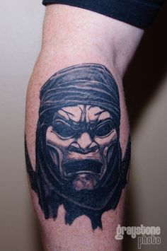 This is one of the Immortals from the movie 300. It is the first in a full sleeve that is being done over the next month and a half. It will be mostly focused on the spartans. It's done by Scott McCauley at Ventura Blvd Tattoo and Piercings in Ottawa, Ontario Canada.
