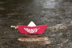 Ceramic sail boat, table decoration, summer decoration, red sail boat, feathers stencil by MoxiCraftGR on Etsy Feather Stencil, Boat Table, Feather Design, Decoration Table, Chalk Paint, Stencils, Sailing, How To Apply, Ceramics