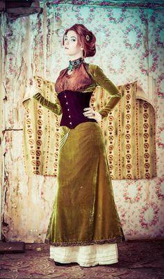 Elegant Emerald Steampunk - For clothing guide, costume tutorials, fashion inspiration, calendar of events & more, visit SteampunkFashionGuide.com