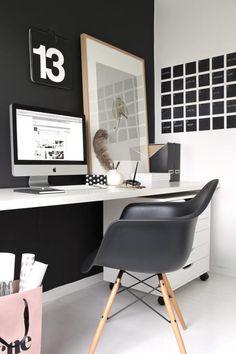 KOM ARBEIDSLYST: På denne arbeidsplassen er det gjennomført og stilig. Veggen er malt med dempet sort (matt) fra Lady Jotun. Bildet er fra hysj-lundemork.com, mens kalenderen på veggen er malt med tavlemaling.