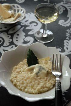 Comment faire et réussir un grand risotto au parmesan, gorgonzola et petit vin blanc. Oui la question est facile, mais c'est mon premier. Le comble pour une italienne qui adore le riz passionnément.
