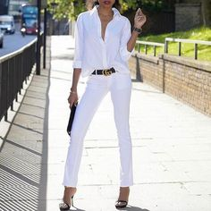 All white outfit with white jeans, a black belt, clutch & shoes White Pants Outfit, All White Outfit, White Outfits, Casual White Jeans Outfit Summer, White Outfit Party, White Jeans Summer, Casual Summer, Fall Fashion Outfits, Summer Outfits