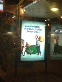 De typische reclame bij de bushalte. Werkt ook optimaal omdat je altijd wel wat boodschappen kunt gebruiken en wellicht een bezoekje brengt. Maar wanneer je in dit geval geen Albert Heijn in de buurt is ga je naar een andere supermarkt keten en maken ze reclame voor de concurrent