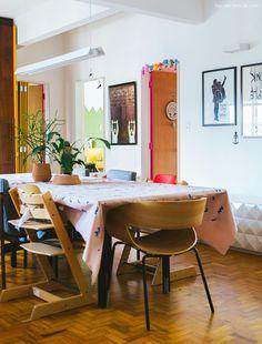 09-decoracao-sala-jantar-mesa-longa-portas-washi-tape-cores
