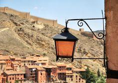 #elfoton14 #categoría #arquitecturaypatrimoniocultural En el Concurso de Fotografía Elfoton.es tenemos 9 categorías para que todo el mundo encuentre la suya. Participa hasta 15 de agosto en elfoton.com/ Usuario: s.gordon (ESPAÑA) - ALUMBRANDO EL PASADO - Tomada en ALBARRACÍN, ESPAÑA el 15/07/2014