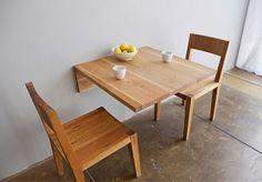 Mesa de jantar colada na parede