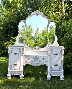 Antique Vanity Makeover - Custom Painted Antique Vanity in a Cottage Chic, French Country Style Antique Furniture, Paint Furniture, Furniture Makeover, Repurposed Furniture, Furniture Projects, Dressing Tables, Dressing Table Vanity, Dresser Vanity, Diy Vanity