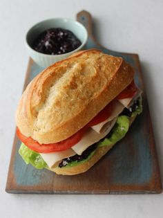 Roasted Turkey Sandwich w/ Blueberry Chutney Blueberries are a simple healthy choice. THAT is some GOOD looking BREAD! I Love Food, A Food, Good Food, Food And Drink, Yummy Food, Tasty, Sandwiches For Lunch, Turkey Sandwiches, Soup And Sandwich