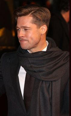 Brad Pitt is 51 today! It's hard to believe, but it's been nearly 30 years since Brad arrived in Hollywood as a fresh-faced youngster from Missouri. Cool Hairstyles For Men, Haircuts For Men, Jennifer Aniston, Hans Landa, Christoph Waltz, Hair Icon, Beard Model, Beard Look, Beautiful Men Faces