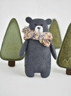 felt creations This Woodland Baby Mobile would look perfect in a nature inspired nursery. It will engage and delight your little one! Also a hand-crafted mobile can be a really special Woodland Mobile, Woodland Baby, Woodland Nursery, Bear Decor, Baby Mobile, Diy Stuffed Animals, Stuffed Bear, Fabric Toys, Felt Decorations
