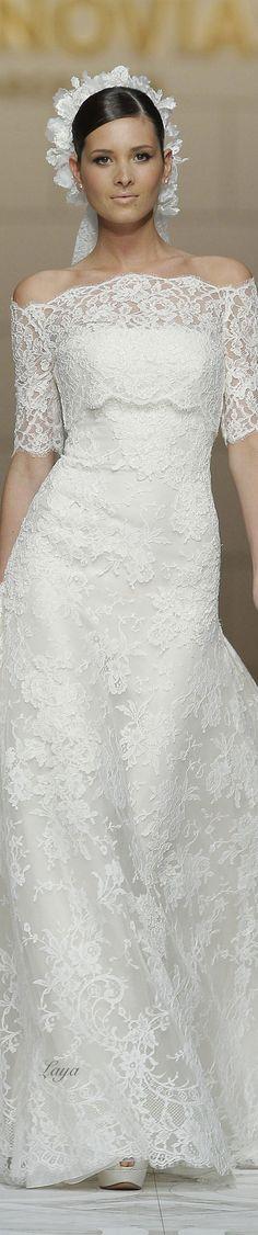 Υπέροχο νυφικό PRONOVIAS Spring-Summer 2015. Υπέροχα ρομαντικά προσκλητήρια γάμου για την άνοιξη  καλοκαίρι, περισσότερα στο www.lovetale.gr