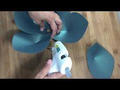 Giant Paper Flower tutorial, Cricut flower center, Giant paper flower instructions, DIY paper flower - YouTube