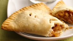 Apple Harvest Pockets ~ Apple pie you can pick up with your fingers! These fold-over-style pockets drew attention at a state fair pie contest and are delicious warm or cool. Apple Pie Recipes, Apple Desserts, Just Desserts, Delicious Desserts, Dessert Recipes, Yummy Food, Fall Recipes, Pastries Recipes, Simply Recipes