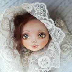 Личико дорасписала, вот такая получилась девочка с янтарными глазами