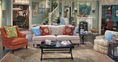 I'll admit it... I LOVE the living room set of Hot in Cleveland.  Well, most of it.  Ok maybe just the couch, and rug, and fireplace, and sconces, and stairs.and colors...  everything but the tables and side chairs.