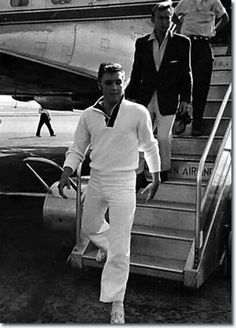 Elvis - nobody steps off a plane like the King!