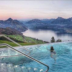 Que diriez-vous d'une petite baignade matinale dans cet endroit magique? (Img: @lalarebelo_travelblog) #travel #voyage #voyageprive #holiday #discover #seetheworld #instagram #instatravel #instavoyage #travelling #vacation #lovetravel #beautiful #dream #paradise #pool #piscine #spa #evasion #detente #break #nature #underwater Hotels-live.com via https://www.instagram.com/p/BCxGxa2BMtv/ #Flickr