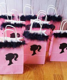 Barbie Party Decorations, Barbie Theme Party, Barbie Birthday Cake, Birthday Party For Teens, Birthday Party Themes, 7th Birthday, Baby Party, Party Favors, Party Bags