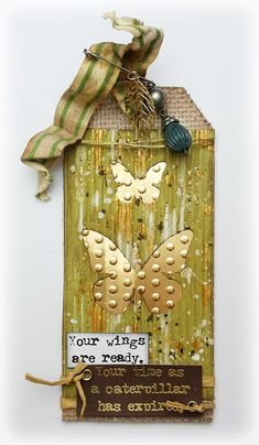 Susanne Rose - Papierkleckse: Butterfly Tag with DCWV