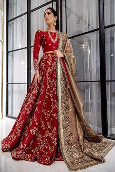 Most Popular Sabyasachi Lehenga Designs For Brides of 2019 - Latest Wedding Ideas & Inspiration wedding dresses sabyasachi Pakistani Wedding Outfits, Indian Bridal Outfits, Pakistani Bridal Dresses, Pakistani Wedding Dresses, Indian Wedding Clothes For Men, Pakistani Clothing, Asian Wedding Dress, Wedding Hijab, Pakistani Dress Design