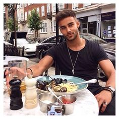Lunch dating london