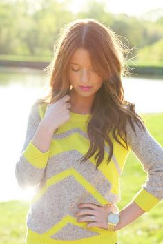 neon + grey chevron sweater I'm kind obsessed with sweaters. Looks Street Style, Looks Style, Style Me, Fashion Moda, Look Fashion, Street Fashion, Fashion Shoes, Girl Fashion, Winter Trends
