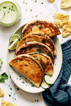 Crispy Black Bean Tacos with Cilantro Lime Sauce Recipe - Pinch of Yum Vegetarian Tacos, Vegetarian Recipes, Cooking Recipes, Healthy Recipes, Veggie Tacos, What's Cooking, Veggie Recipes, Delicious Recipes, Healthy Foods