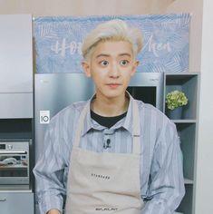 a baby ❤ Guan Lin, Celebrity List, Exo Memes, Kpop, Meme Faces, Chanbaek, Park Chanyeol, Kyungsoo, Korean Boy Bands