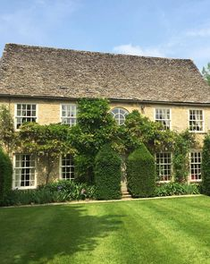 Bruern Cottages, Chipping Norton, Oxfordshire, UK - book through i-escape.com || An idyllic group of family-friendly cottages set in the historic grounds of Bruern Abbey, set in the countryside of the Cotswolds
