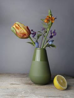Simple Flowers, Amazing Flowers, Love Flowers, Flower Power, Floral Drawing, Green Vase, Arte Floral, Interior Exterior, Vases Decor