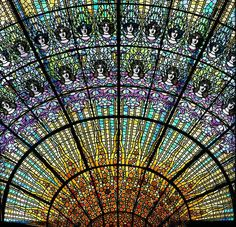 Stained glass by Rigalt i Granell.  Palau de la Música Catalana, Architect Lluís Domènech i Montaner, built between 1905 and 1908, Barcelona, Catalonia. (Photo  M.A.S.)