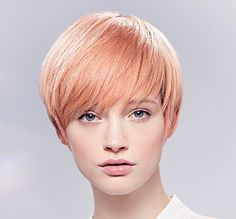 Wella Illumina Color short strawberry blonde look