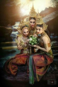 Thai Fashion, Oriental Fashion, Thai Traditional Dress, Traditional Outfits, Thailand Costume, Thai Dress, Thai Art, Khmer Wedding, Carnival